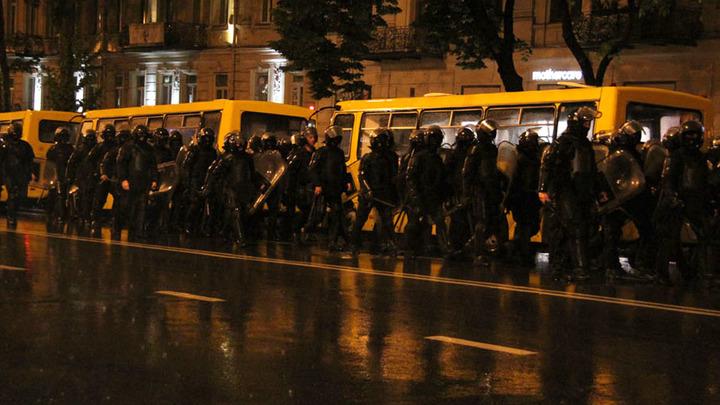 В Грузии майдан? Спецназ разгоняет протестующих водомётами и газом