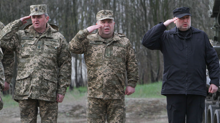 Глава Генштаба Украины опозорился, заявив что его каратели учатся на боевиках
