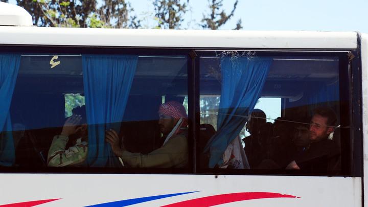 Скатертью дорога: Боевики Джейш аль-Ислам убегают из города Дума