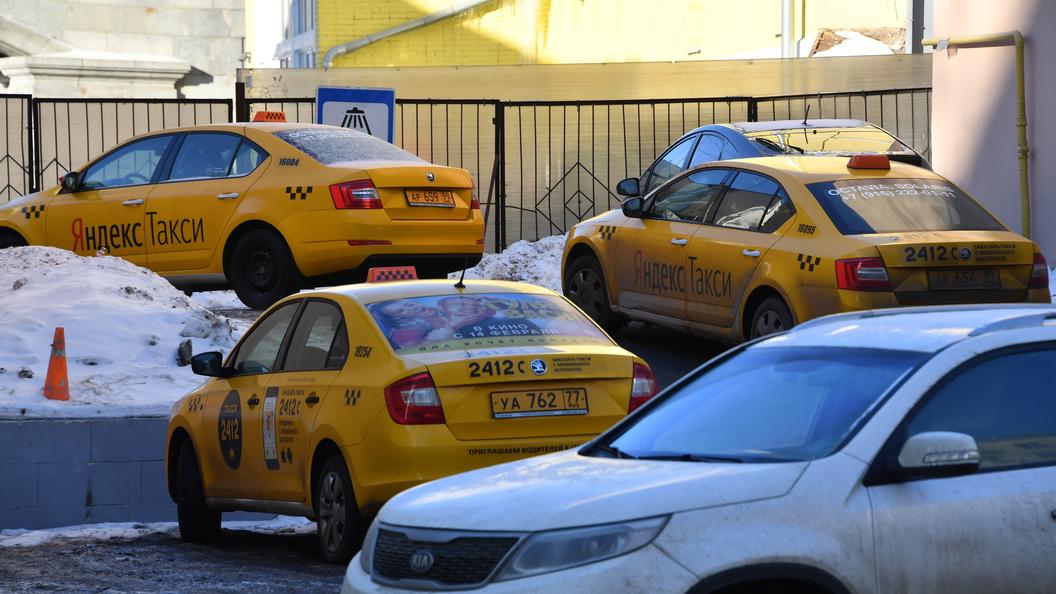 Сколько будет стоить поездка в Новый год: Агрегаторов такси ожидает проверка ФАС