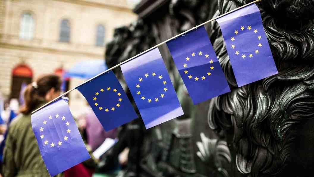 В EC анонимно осудили нападение на сооружение Россотрудничества вКиеве
