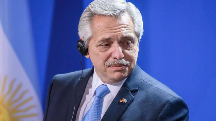 Надо быть очень внимательными: Президент Аргентины назвал обнаруженные у себя признаки COVID
