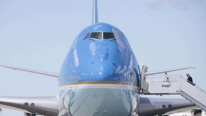 Чтобы как в Кремле: Трамп намерен перекрасить президентский самолет