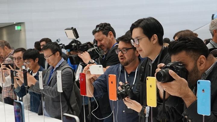 Место в очереди за новым iPhone на Avito выставили за 250 тысяч рублей