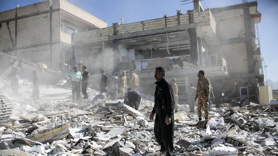 Землетрясение в Иране: Жертвами стали свыше 440 человек