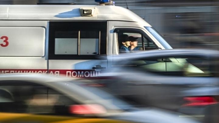 Легковушка впечатала людей в стену перехода в Москве. Есть жертвы