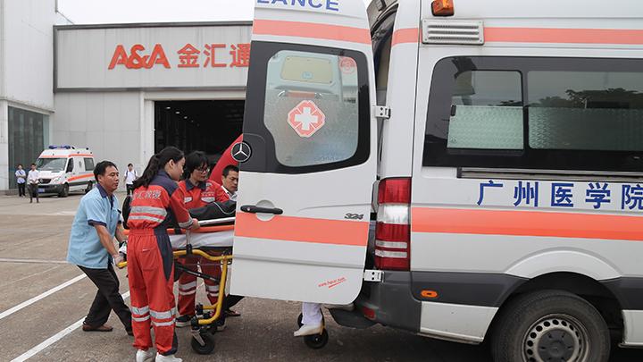 В Китае погибли восемь пассажиров пассажирского автобуса, попавшего под страшный камнепад - СМИ