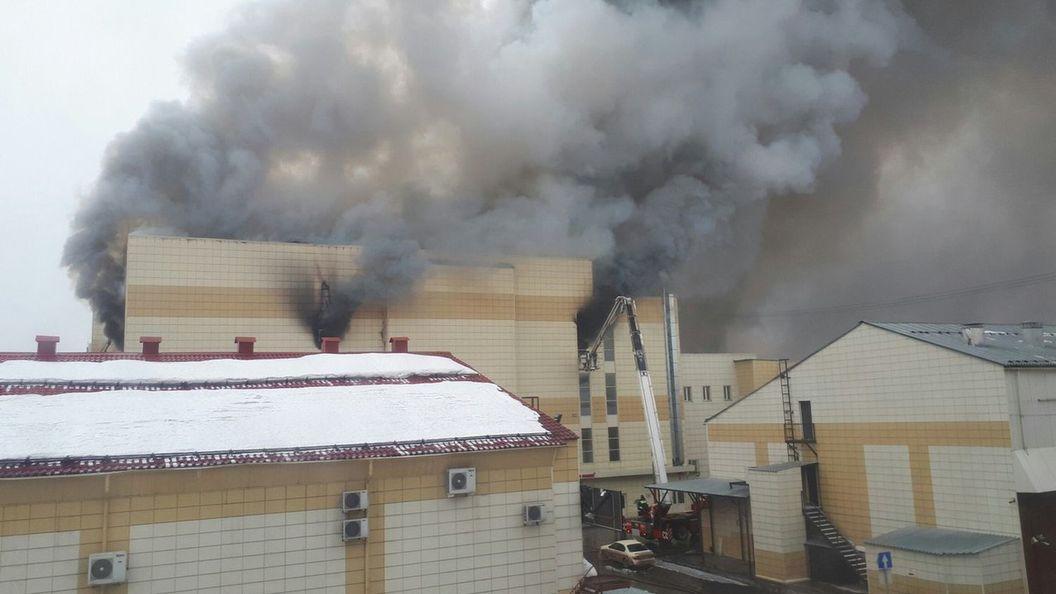 Посетители кемеровскогоТЦ докладывали озапахе горящей проводки засутки допожара
