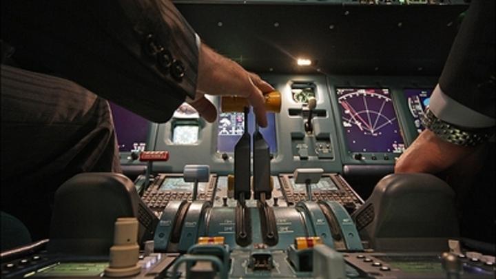 Инфаркт в воздухе: Пилот сирийского самолета потерял сознание, подлетая к Москве - источник