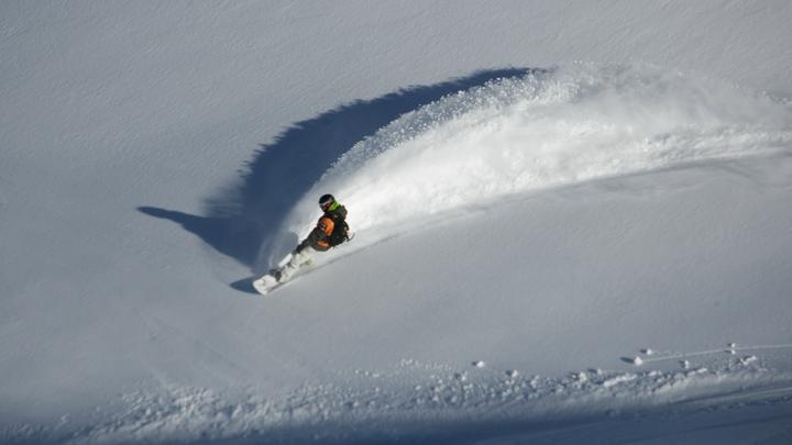 Почти два метра до солнышка: Малыш провёл под снежной лавиной полчаса – спасло только чудо