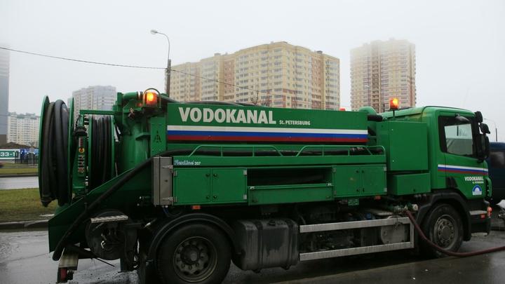 Водоканал рассказал, что салаты и бытовой мусор стали причиной большинства засоров в Петербурге
