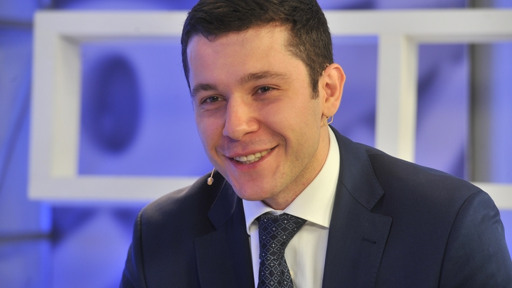 Не кочаном единым: Алиханов решил загладить вину вином и цветами