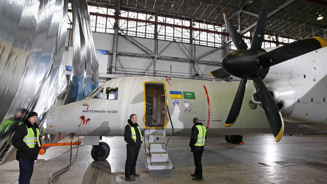 Украина на выставке в Париже показала первый национальный самолет