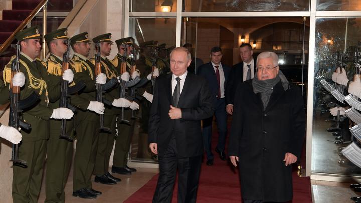 Не смог равнодушно пройти мимо: Путин выручил офицера, с которого слетела фуражка