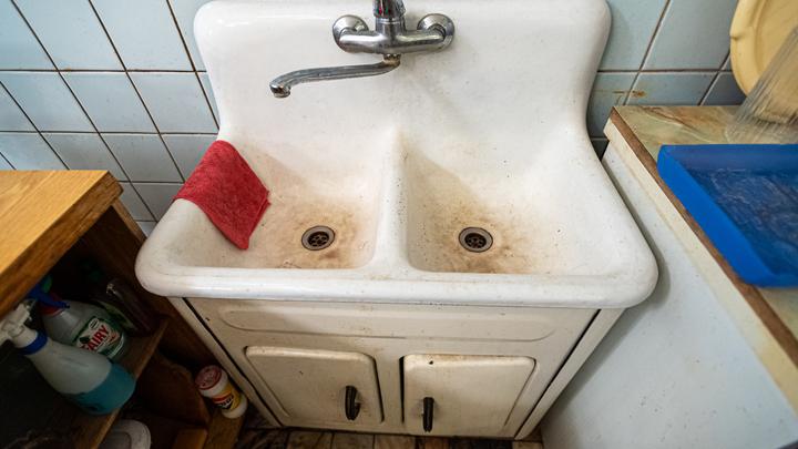 Из-за аварии в жилых домах Калининского района отключили горячую воду