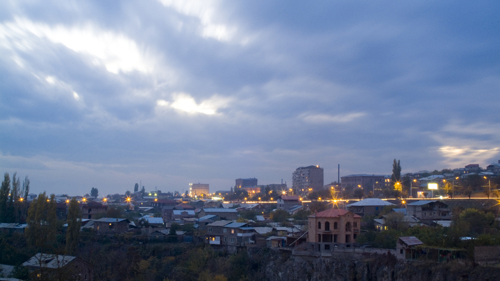 Воздушная тревога в Армении: С-300 под Ереваном открыли огонь по воздушным целям