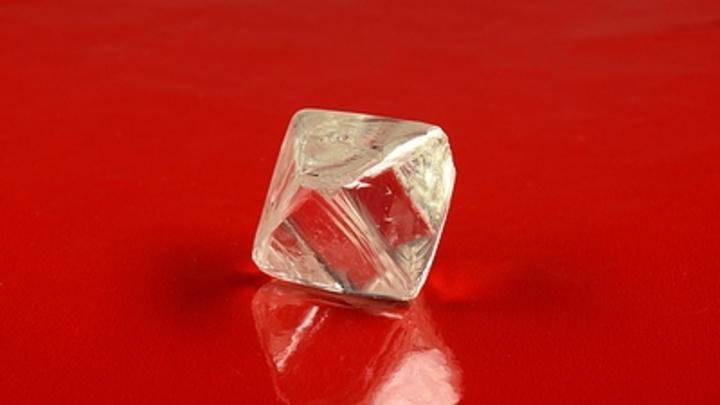 Частный детектив задал неудобные вопросы по делу о похищении алмазов: Через кого прошли камни?