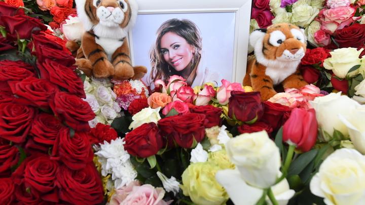 Вырванный кусок сердца: Поклонник Началовой в годовщину её смерти сделал признание на могиле певицы