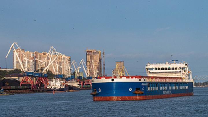 Сухогруз из России столкнулся с турецким судном в проливе Босфор