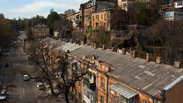 Развалился на кирпичи: В Одессе рухнула часть жилого четырёхэтажного дома