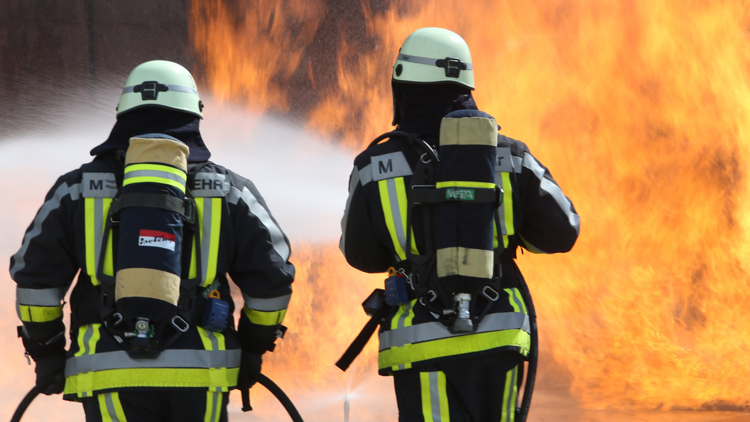 Черный густой дым: Появилось видео пожара в ТЦ Персей для детей