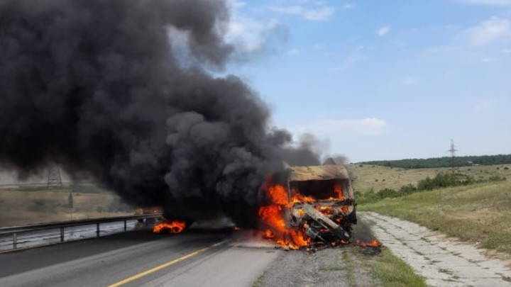На трассе в Ростовской области сгорел грузовик