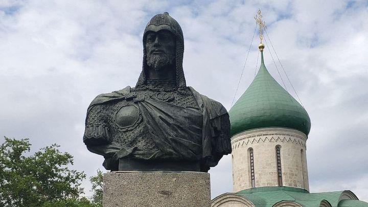 Гордимся тем, что мы - русские: Россия чествует главного героя