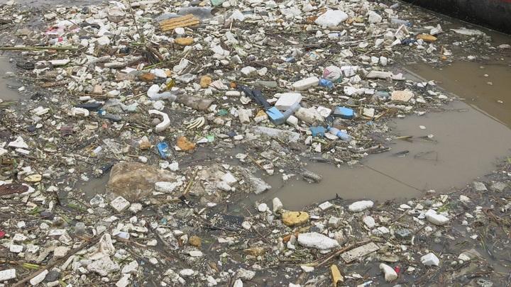 Евроинтеграция по-свински: В Европу хлынули мусорные реки с Украины