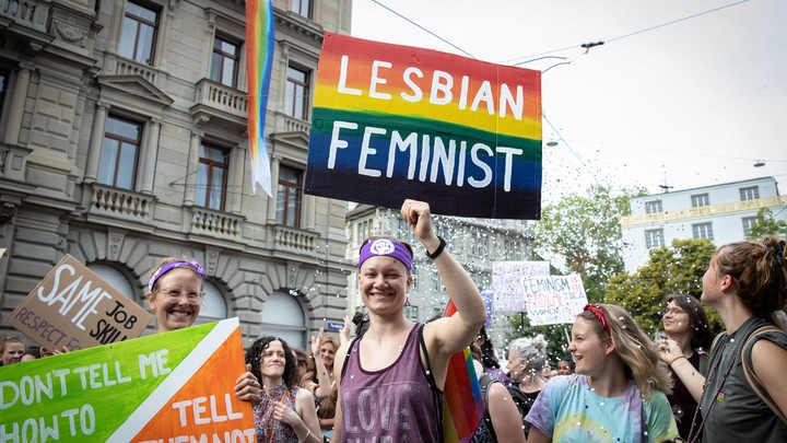 А за натуралов тоже будут сажать? В Швейцарии за оскорбление геев введено уголовное наказание