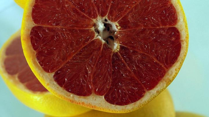 Грейпфрут может убивать? Учёные узнали опасные свойства популярного цитрусового