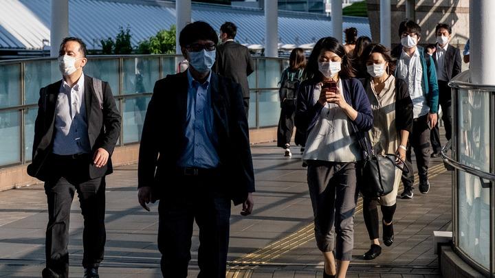Танцы с подгузниками: Кандидат в губернаторы Токио 6 минут безумствовал в прямом эфире