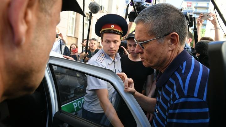 Поэт Улюкаев занялся растяжкой: Адвокат экс-министра поведала о его хобби