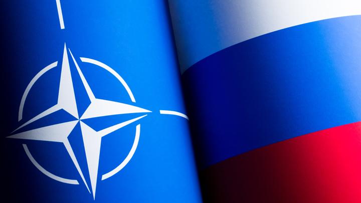 Россия взяла НАТО в клещи