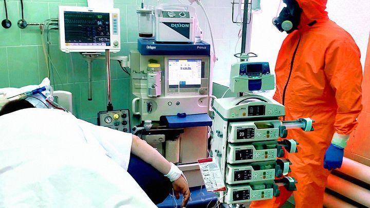 Коечный фонд в ковидных госпиталях Ростовской области сократили почти вдвое