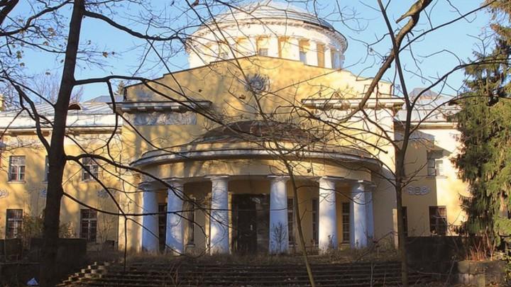 Комплекс зданий XIX века в Шуваловском парке Петербурга продают за 366 миллионов рублей