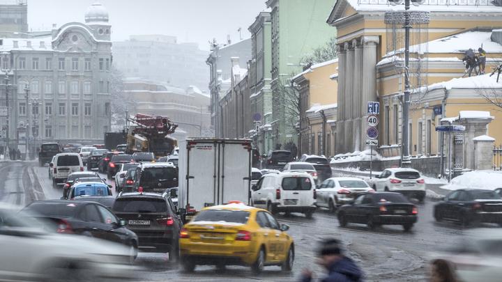 В Москве электронные табло расскажут автолюбителям о последствиях снегопада