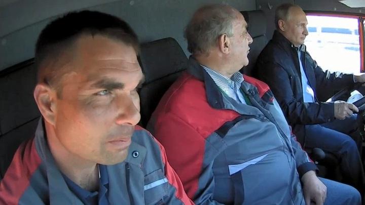«Не знаю, что это за мужики, но у них Путин водитель»: Рунет в восторге от открытия Крымского моста