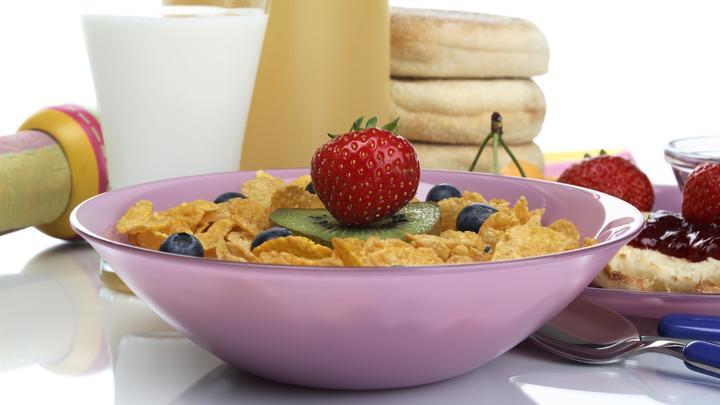 Йогурт, смузи, тосты: Диетологи предупредили об опасности любимых завтраков