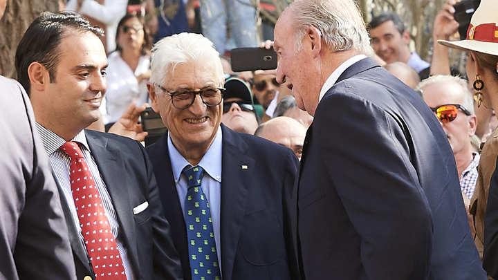 Подданные поддержали экс-короля Испании: Работал ради нации