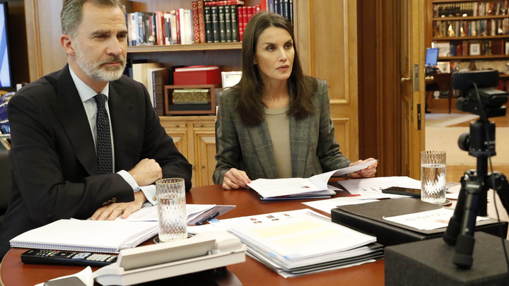 Испания вспоминает погибших от COVID-19: Король Филипп VI возглавит траурные мероприятия