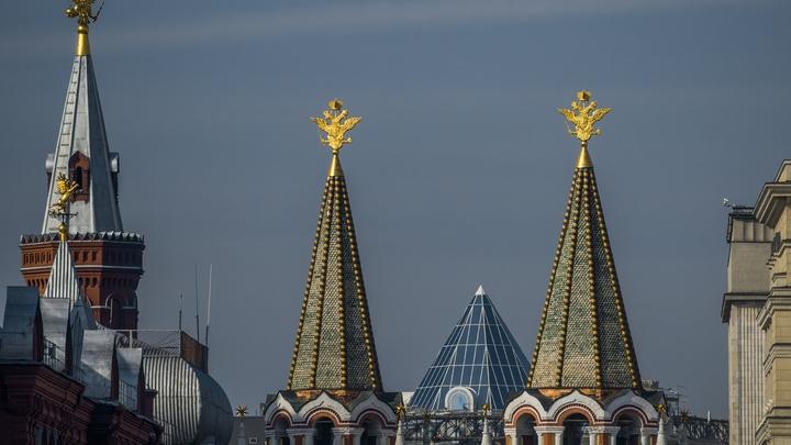 Полиция Москвы разыскивает ездившего по тротуару около Кремля водителя