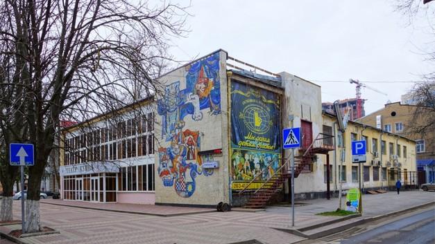 В Ростове-на-Дону в закрытом Театре кукол провели богослужение
