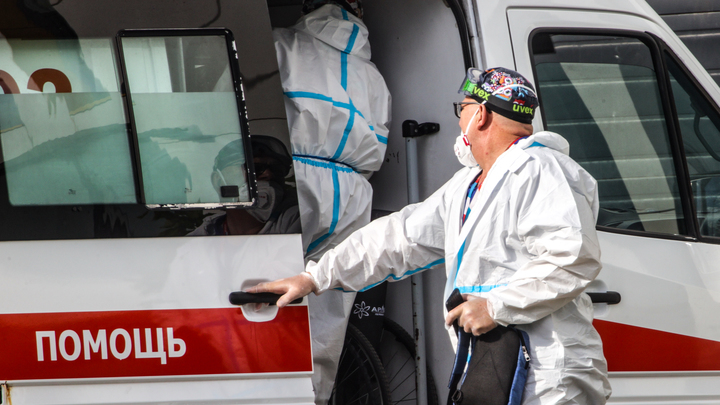 Из-за третьей волны коронавируса больницы Екатеринбурга переходят на особый режим работы