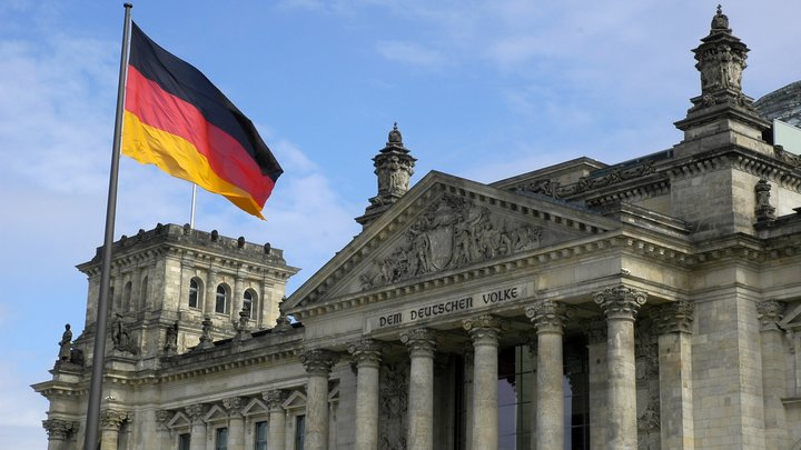 В Германии признают незаконность санкций США, но пойти поперек Вашингтона боятся – немецкий политик