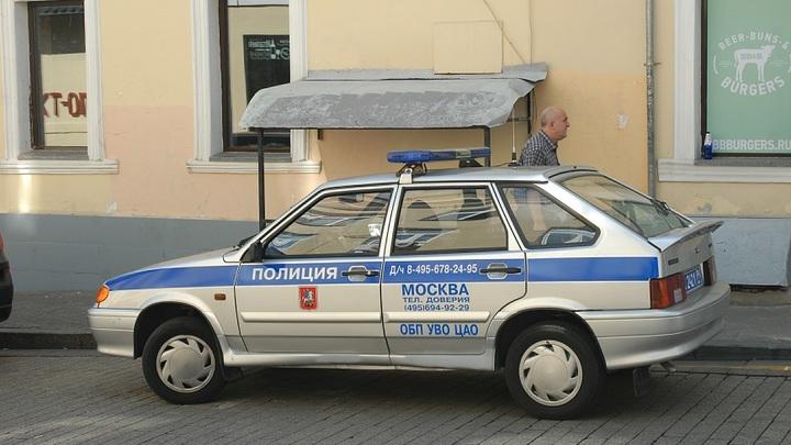 Сильнейшая колдунья Сибири лишилась зеркал своего Land Cruiser в Москве