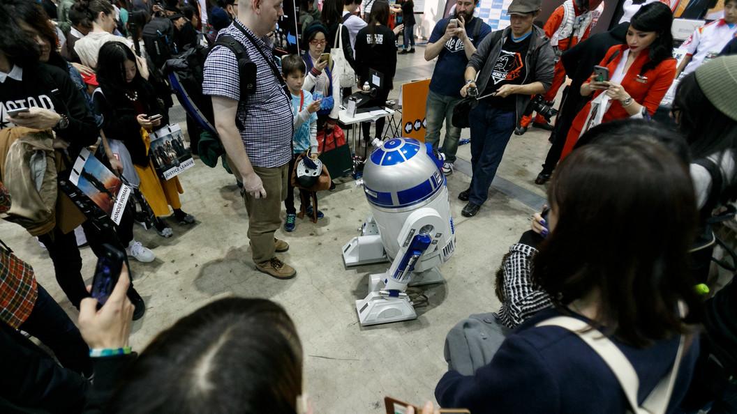 Робот R2-D2 и шлем Дарта Вейдера ушли с молотка