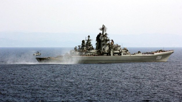 Флагман Северного флота «Петр Великий» провел пуски ракето-торпед «Водопад» – видео