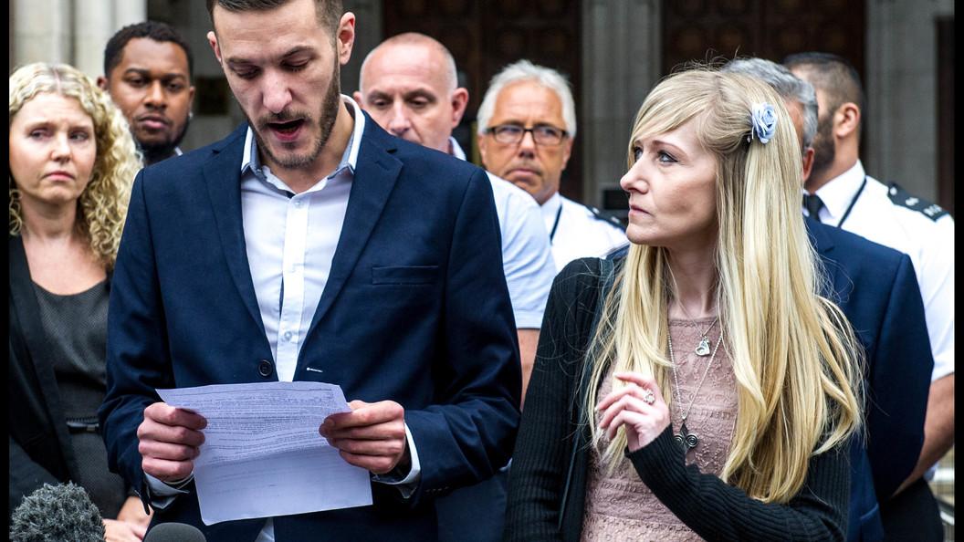 Родители неизлечимо больного Чарли призвали медиков вернуть его перед смертью домой