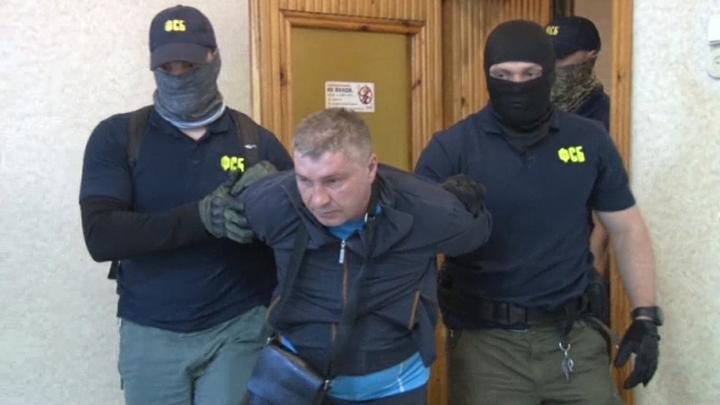 На видео допроса задержанный в Крыму шпион признался, что он изменник Родины