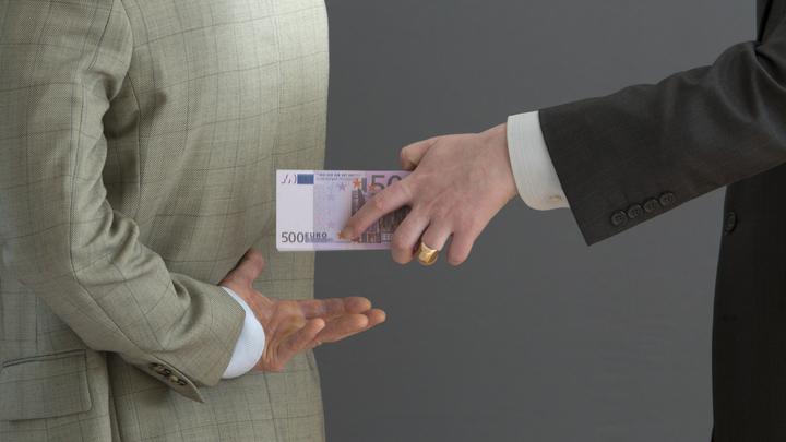В Анапе бывших чиновников осудили за взятку в 50 тысяч рублей